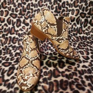 Qupid snakeskin booties sz 8M